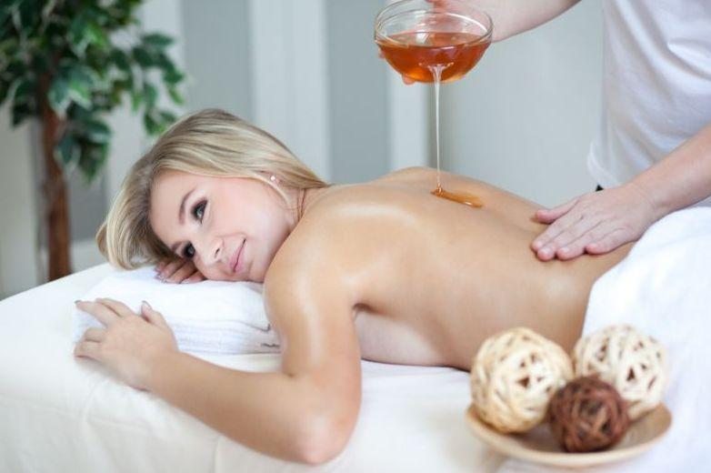 Подружка делает массаж другой фото 81-190